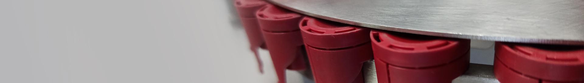 czerwone pokrywki